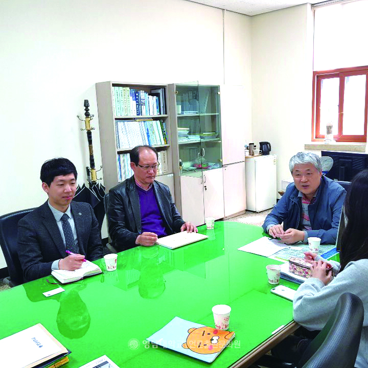 Interview with the Office of Academic Affairs and the Vice-President Kang Chul-koo(Photo by Cub Reporter Kim Tae-woo)